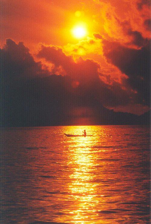 Hrozně moc povedená nekýčovitá fotka jezera Maninjau.