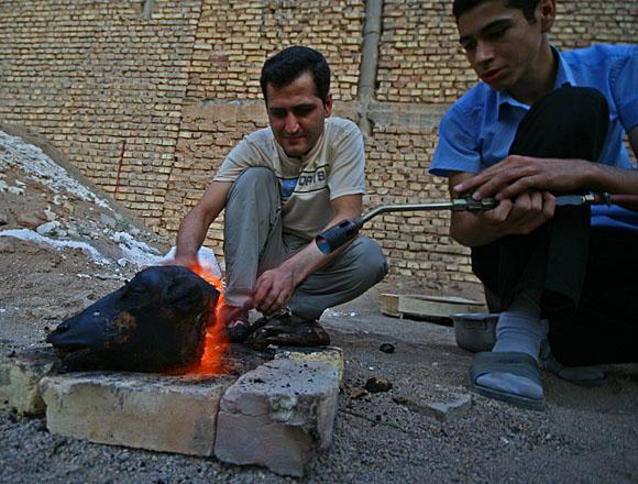 Streets of Yazd. I Přemek Podlaha by mohl závidět místní vynalézavosti.
