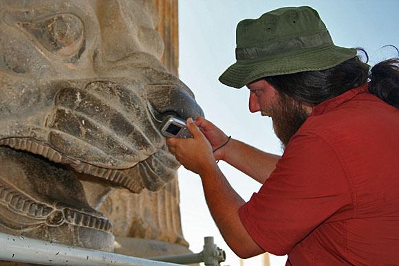 Pan Lišák, nadšený fotograf starověkých památek