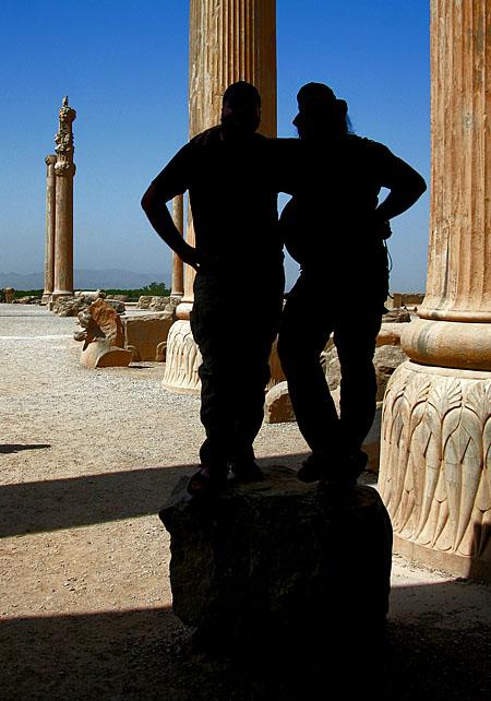 Jak vidno, podle siluety pana Lišáka (vpravo) antické sloupy tvarovány nebyly